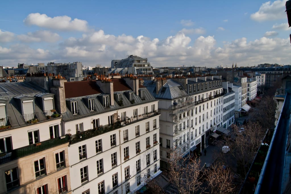 VIEW ON THE PARIS ROOF'S WITH THE GREAT CAFES AND TERRASSES