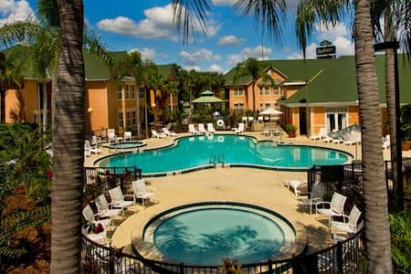 1 Bedroom Resort Suite #6 Near Disney (Sleeps 6)
