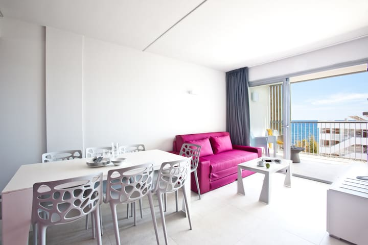 Sea View Apartment for 8 guests, 3 separate bedrooms, kitchen and sofabed, free Wifi, in Playa den Bossa - Ryans Ibiza Apartments - Adults Only