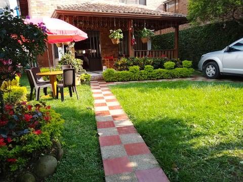 CASA VACACIONAL GUADUAS - Villa completa