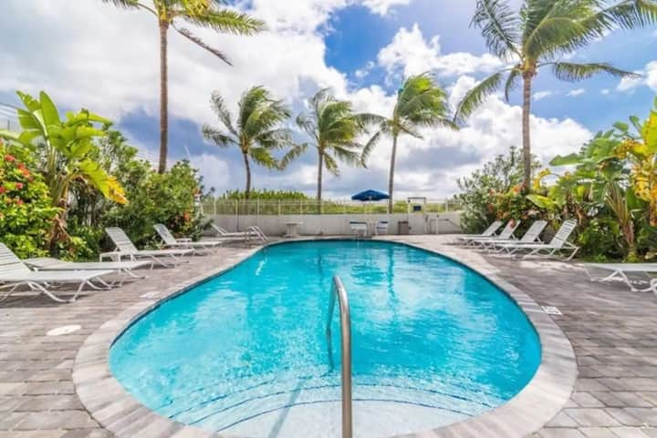 South Beach Ocean Drive's with Pool!