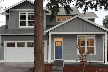 Spacious Downtown Hood River near park (5 bedroom) - Hood River - Casa