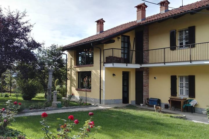 Historic rustic house nearby Roero wineries