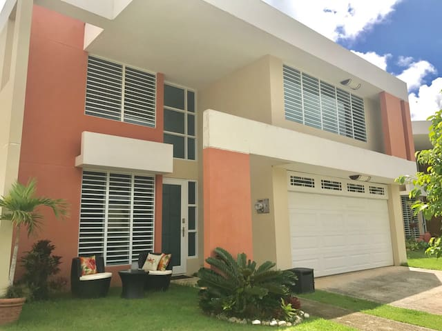 Beautiful  Beach House  Luquillo for Groups of 12