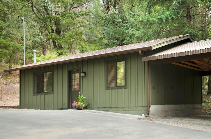 Hidden Haven Cottage - Grants Pass