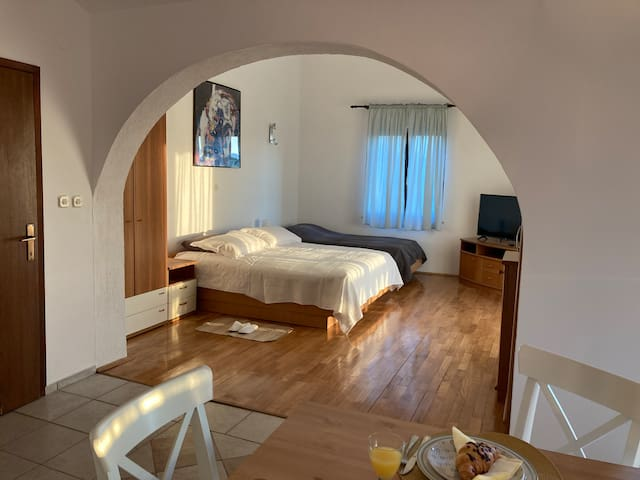 The living / sleeping area is divided from the dining area by a typical arch, so common in the Mediterranean architecture.