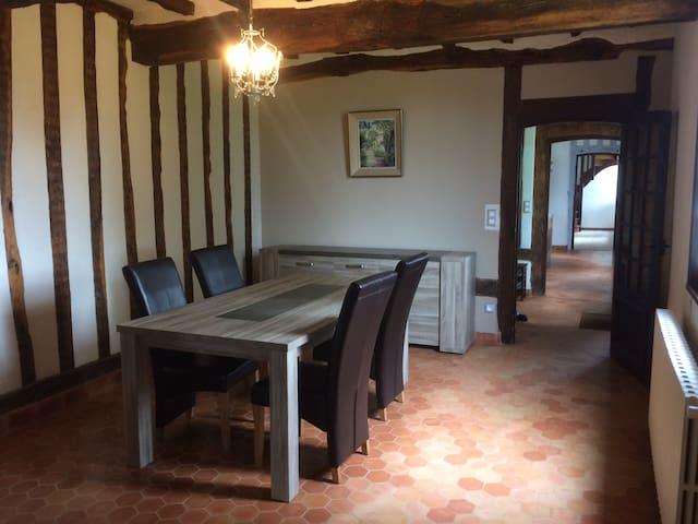 Chambre de 15m2 dans demeure normande en colombage