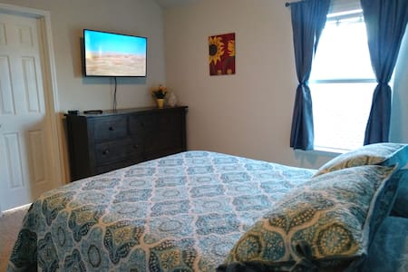 Suite, Private Bedroom near Downtown Denton.