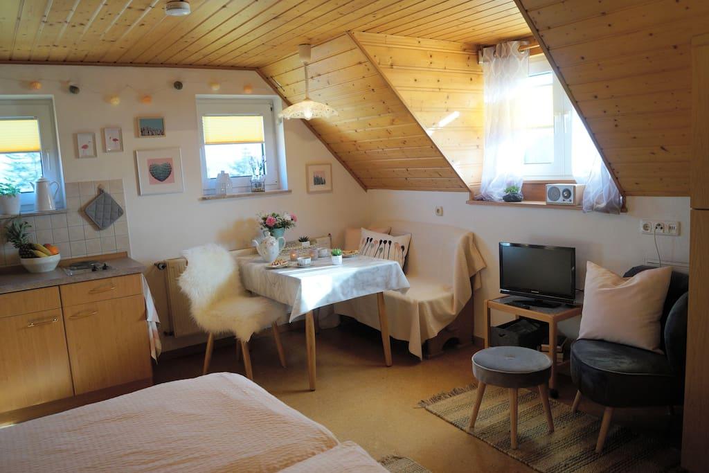Kleines, aber feines 1-Zimmer-Apartment unterm Dach für 1-2 Personen - mit direktem Blick auf den Gipfel des Wachtküppels.