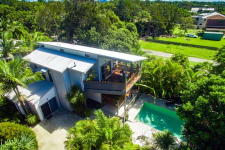 Luxurious Oasis Across The Road From The Beach - South Golden Beach - Ev