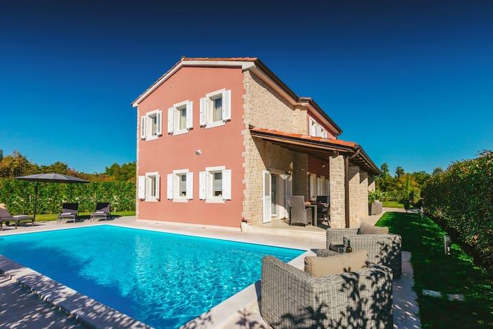 Beautiful Villa Martina Bijazici