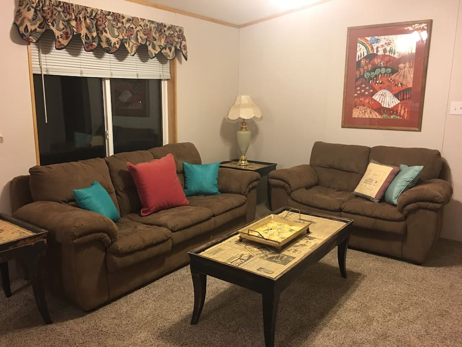 This comfortable TV room is ideal for watching your favorite show or playing your favorite games. Bring games with you when you come. Internet, tv and WiFi included.