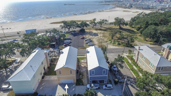 *Luxury Beach View in Gulfport w/ Garage*