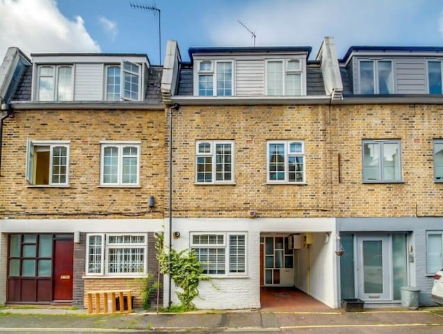 Great House in Baker Street close to Regents Park!