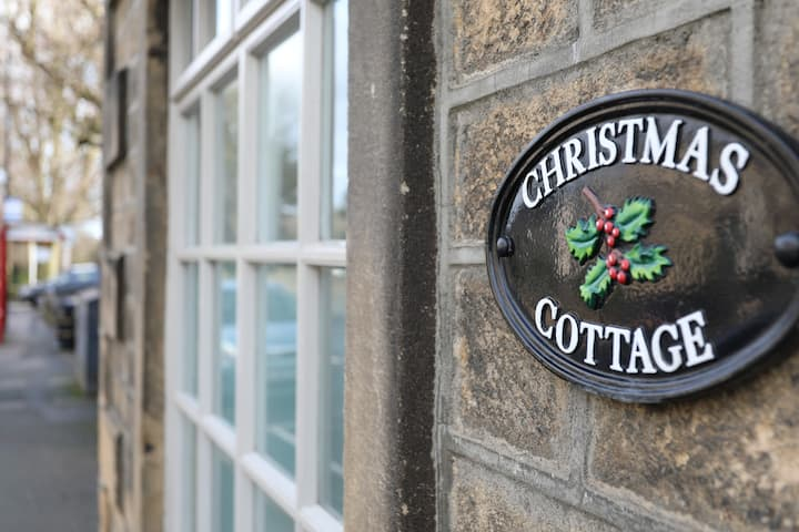 Unique, Grade II, Quirky Cottage