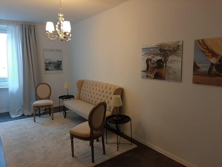 Schicke Suite im Altbau mit Stil & privatem Bad