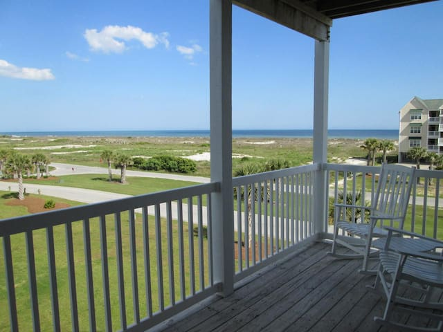 Ocean View 4 br 4 ba villa-spacious, open, fully equipped kitchen