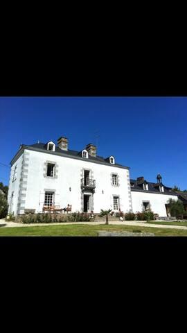 Manor House 10 people, 10 mins MX track Ernee,Pool