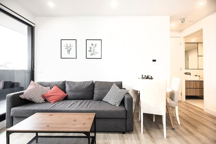 ELL3 - Beautifully Designed Apt in Box Hill Centro