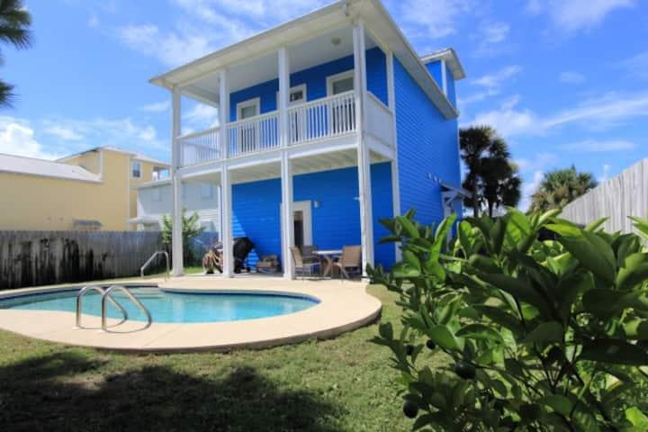 Pool-4BR House; 2 Blocks to Beach; Sleep 11-6804