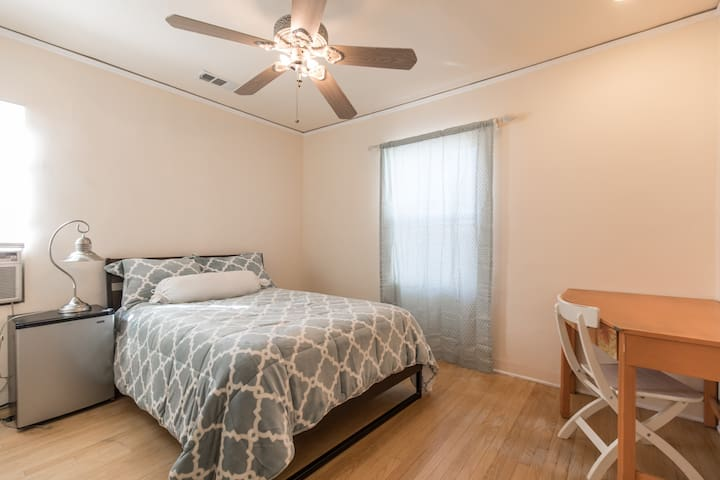 NOHO Airtdistric Near Universal clean Private room