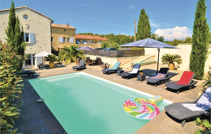 Amazing home in Pont Saint Esprit with Outdoor swimming pool, WiFi and 4 Bedrooms