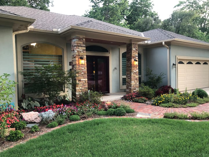 Beautiful New Home Quiet Street 6 Blocks from OU