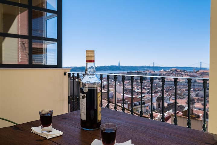 Elegant & luminous, heart of Lisbon - Lissabon - Hus