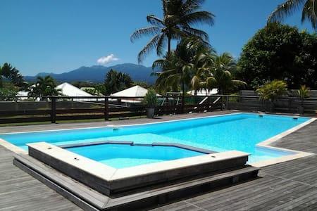 Chambre dans Villa de Standing - Baie Mahault