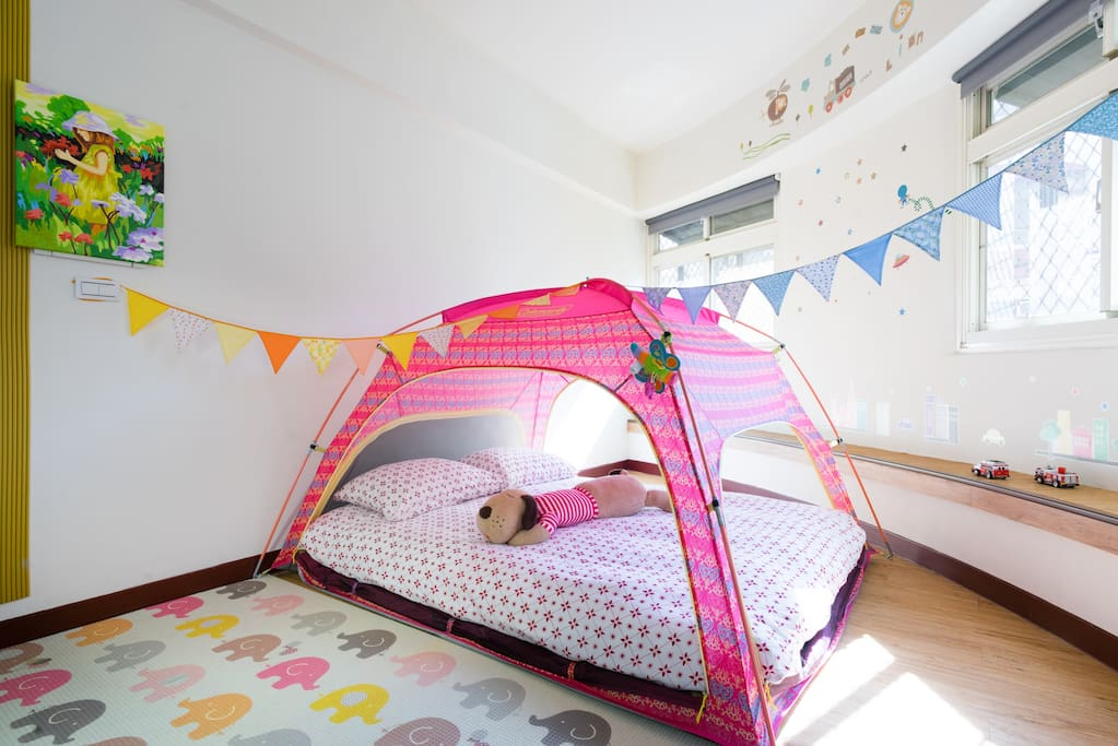 帳篷床(標準雙人床尺寸)。Bed tend(with a standard double bed size)