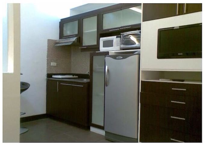 Cozy 1BR next to Venice Mall@BGC + WiFi!