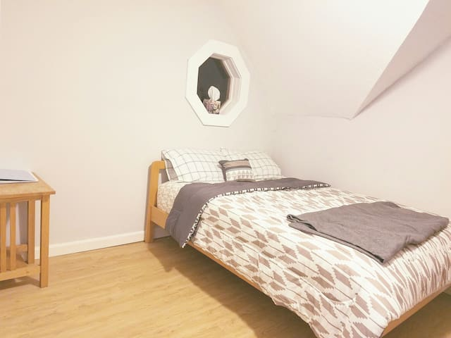 Cozy BR in Single House in Lowell - Lowell - House