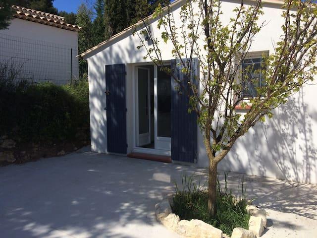 beau studio indépendant en Provence - Éguilles - Apartament