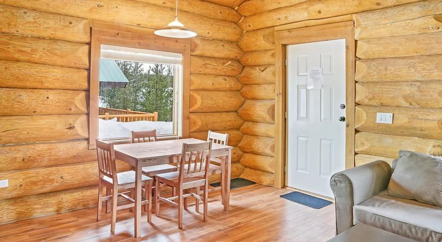 4 Season LogCabin (resort type loc) - Kamloops - Overig