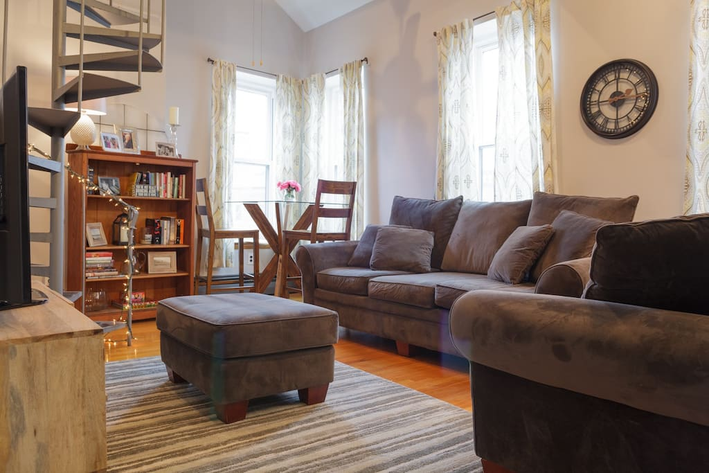 spacious 2 bedroom in historical charlestown apartments