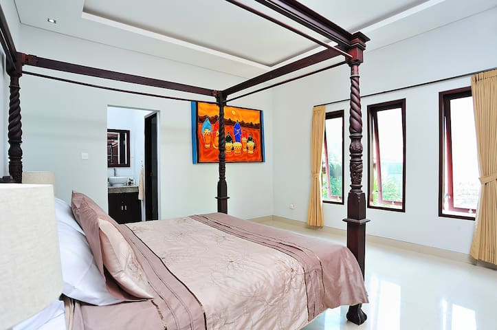 Location, Location,Location NO 1 - Kuta - Villa