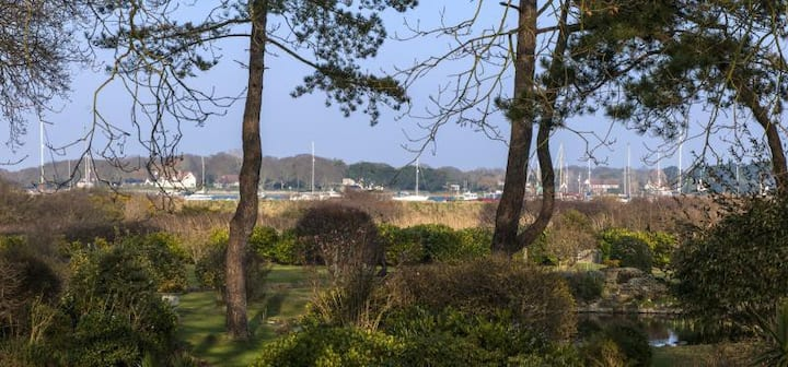 Luxury 5 bed harbour house in Itchenor sleeps 11+