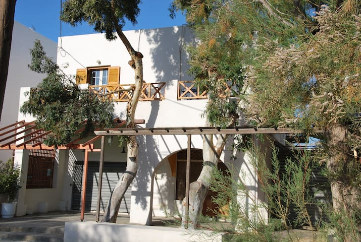 3bed room with private bathroom. - Syros - Bed & Breakfast