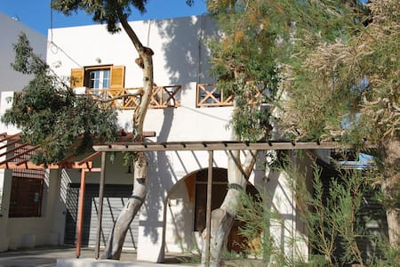 3bed room with private bathroom. - Syros - 住宿加早餐