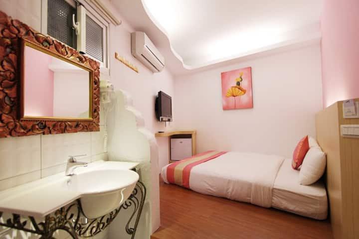 墾丁旅店-STANDARD DOUBLE BED PRIVAT-105