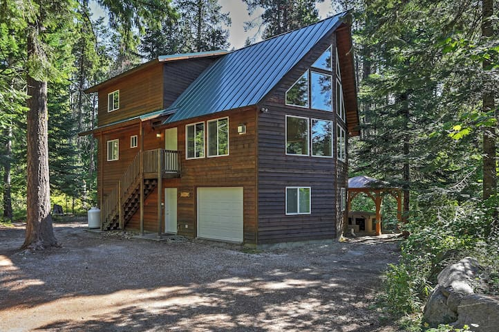 'The Pine Chalet' Secluded 4BR Leavenworth Cabin!