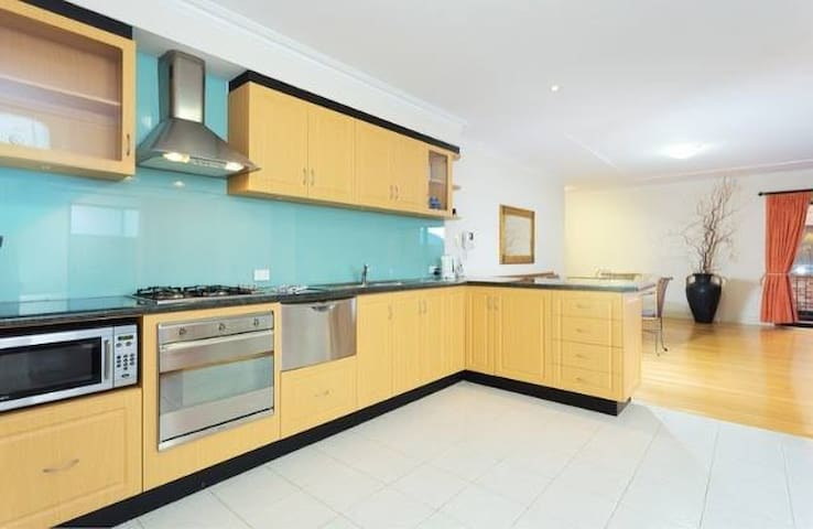 Fully furnished executive apartment - Fremantle - Wohnung