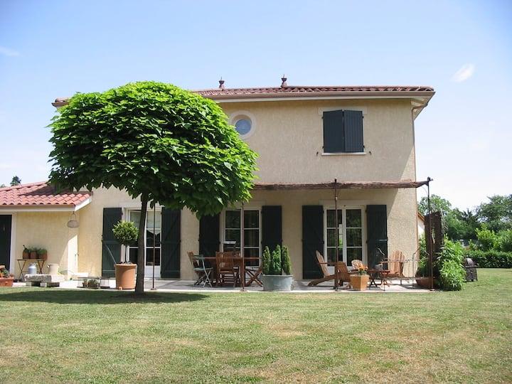 Maison dans village dombiste