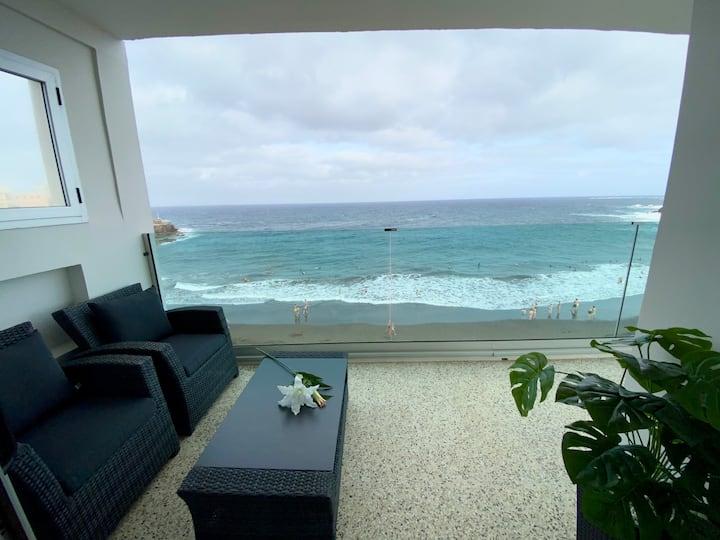 Apartamento  frente al mar con hermosas vistas