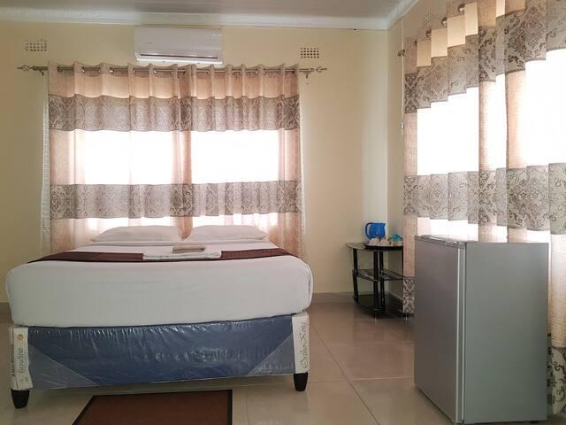 Shockwave Home Near Batonka Lodge (Room 2)