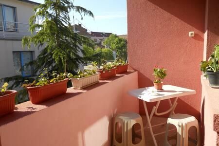 Sunny 2 bedroom Apart/5min from Beach/CityCenter - Pomorie - Lakás
