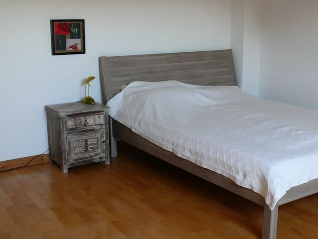 Süßes Mansardenzimmer mit Bad - Neuss - Flat
