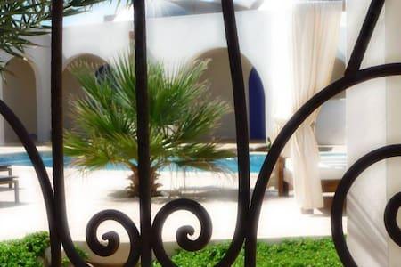 PANORAMA UNIQUE SUD TUNISIE . - Souihel - Гестхаус