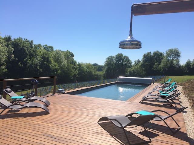 Gîte avec piscine & jacuzzi (4-8 personnes) 150m2.