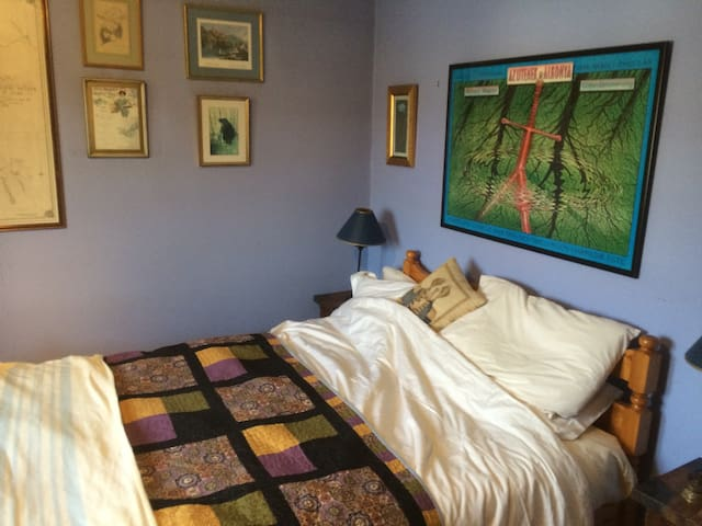 Nice bedroom just of the High St - Wendover - Bed & Breakfast